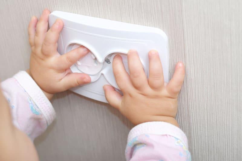 kinderzimmer-sicherheit-steckdosen