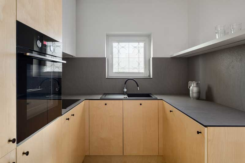 Küche mit furnierter Birke Front
