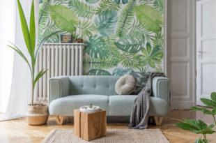 Wohnzimmer-mit-Fototapete-Aquarell-Palmenblaetter