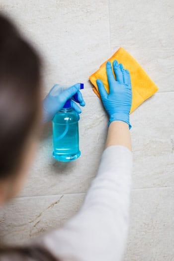 Fliesen gründlich reinigen