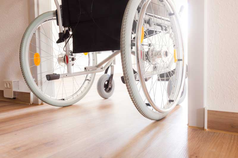 Türen bei der Sanierung in der Breite für Rollstuhl vorsehen