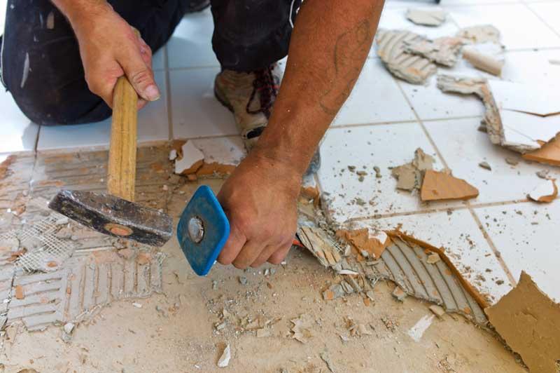 Manche Arbeiten kann man bei der Sanierung auch in Eigenleistung erbringen