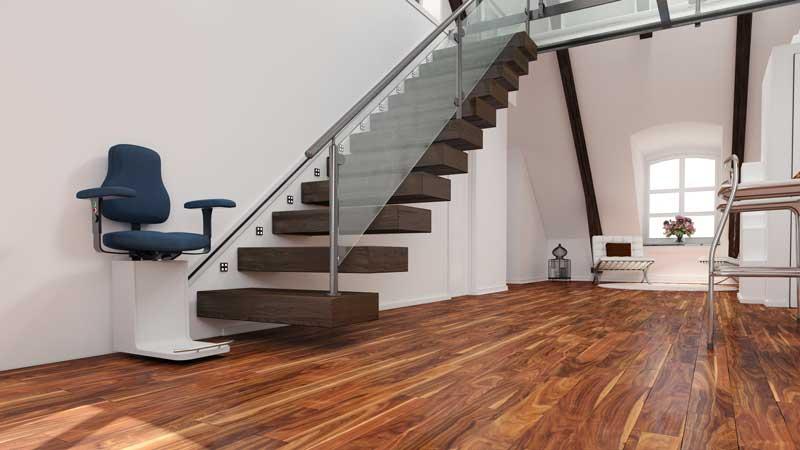Bei der Breite der neuen Treppe an einen eventuellen Treppenlift denken
